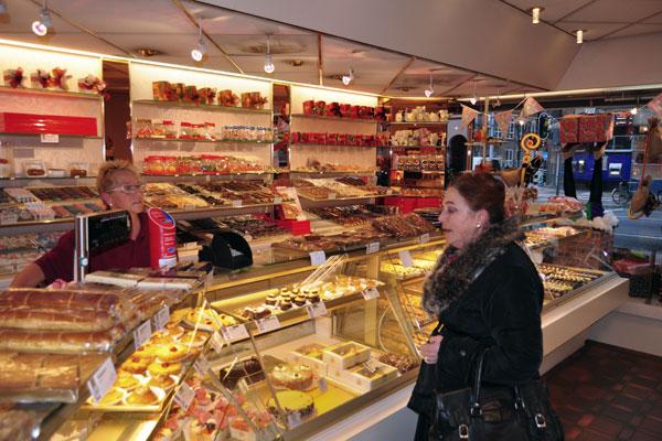 Paul arnoldussen parool series buurtwinkels for Bakkerij amsterdam west